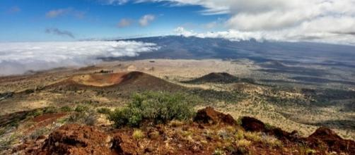 Mauna Loa from Mauna Kea (Credit – Joe Parks – Wikimedia Commons)