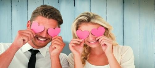 O homem emite sinais claros quando está apaixonado por uma mulher