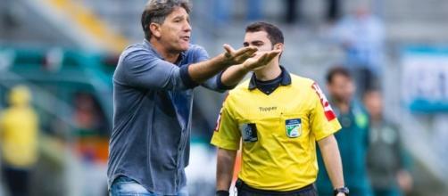 Renato Gaúcho reclamando: técnico do Grêmio