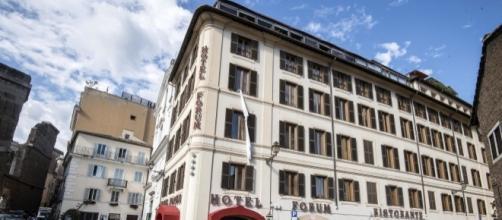 Roma. L'invasione mediatica per Beppe Grillo fuori l'hotel che lo ospita. (Foto: Ansa)