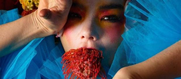 """Björk está de vuelta y rompe el silencio con """"The Gate"""" - Estilo ... - com.ar"""