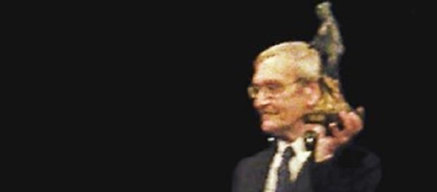 Stanislav Petrov recieves the Dresden Award (Z thomas wikimedia commons)