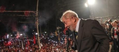 Lula durante discurso em Curitiba