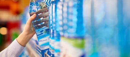 Acqua minerale italiana contaminata da pseudomonas: bloccati 8 lotti di marchi conosciuti