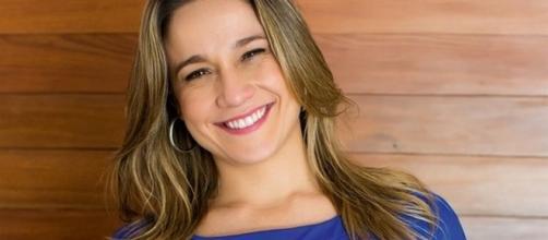 Fernanda Gentil posta foto com remédios e pede ajuda