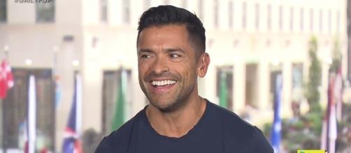 "Mark Consuelos will debut as Hiram Lodge in ""Riverdale"" season 2. (YouTube/E! News)"