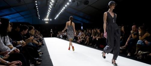 Models on a catwalk - José Goulão via Wikimedia Commons