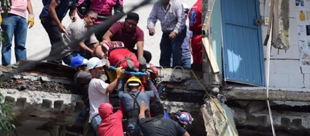 Buildings sway and people panic as 7.1 magnitude earthquake strikes Mexico [Image via Youtube/The Telegraph]