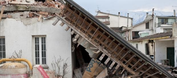 Crushed house after earthquake (Via - Angelo_Giordano)
