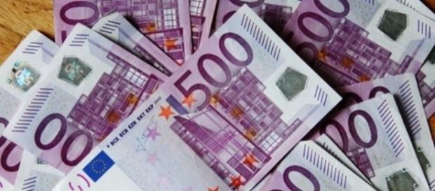 Vários notas de 500 euros entupiram vasos sanitários na Suíça