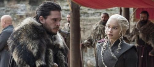 Jon Snow e Daenerys Targaryen, no episódio 'The Dragon and the Wolf'