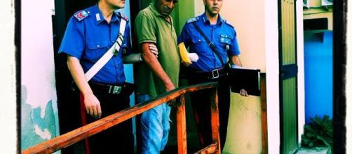 Nella foto - tra i Carbinieri - Renato Arceri,il nipote della vittima.