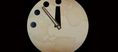 Relógio nunca esteve tão perto de meia-noite.
