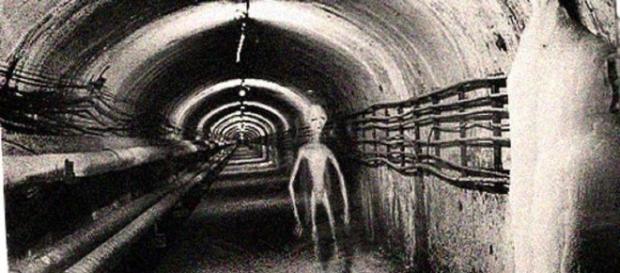 Alieni, ingegnere USA dice che sono nascosti in una base aerea