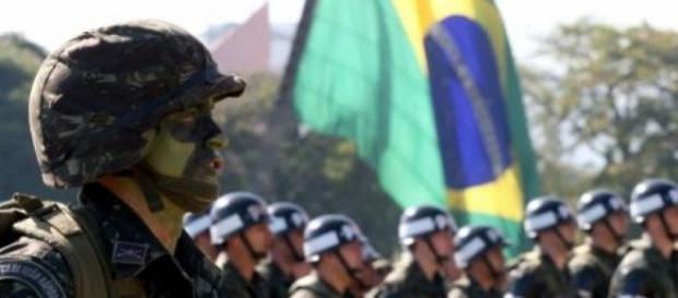 Comandante do Exército Brasileiro critica o 'politicamente correto' e gera polêmica