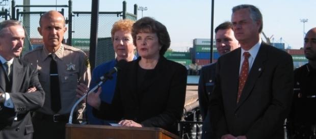 Senator Feinstein speaks the Port of Long Beach [Image via Office of Dianne Feinstein]