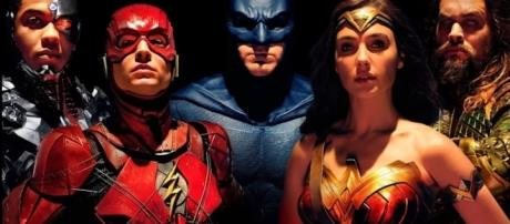Justice League Early Reviews and The Flash Flashpoint Crossover - YouTube/Emergency Awesome