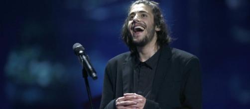Salvador Sobral: il cantante portoghese ricoverato in ospedale in gravi condizioni - portugalalerta.