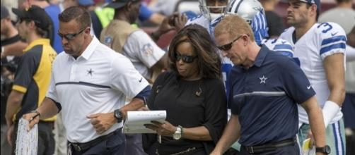 Dallas Cowboys coach Jason Garrett alongside sportscaster Pam Oliver. Image Credit: Keith Allison, Flickr -- CC BY-SA 2.0