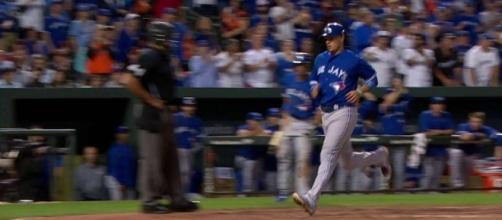Darwin Barney's three RBIs helped lead the Blue Jays to a 5-2 win over the Royals on Tuesday. [Image via MLB/YouTube]