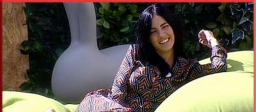 GF Vip, Giulia svela: 'mia madre era fidanzata con un attore famoso'. Ecco chi è