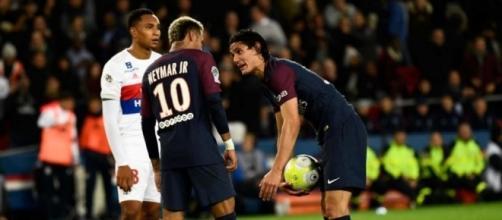 Le penalty de la discorde entre Cavani et Neymar lors du match entre le PSG et l'OL - leparisien.fr