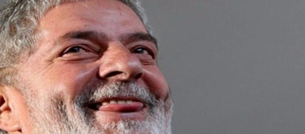 Ex-presidente está sendo acusado de receber propina