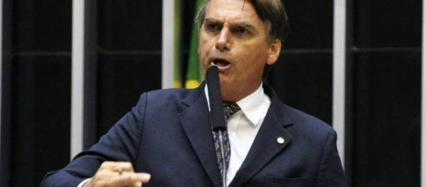 Jair Bolsonaro alerta sobre a cartilha gay
