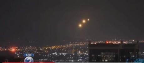 Enigmáticas luzes atraem atenção dos moradores. Marinha e Departamento de Defesa se manifestam a respeito (KHON2)