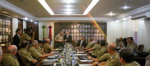 Alto comando do Exército se reuniu com ministro da Defesa, para tratar do caso envolvendo o general Mourão