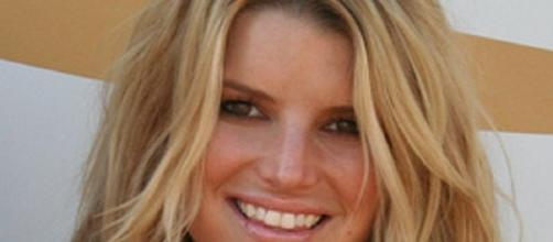 Drunk Jessica Simpson shows weight gain. Source: Wikimedia John Vanderhaagen