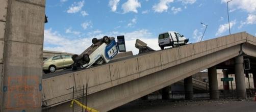 Highway after an earthquake (Credit – Esteban Maldonado – Wikimedia Commons)