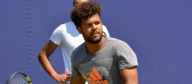 Jo-Wilfried Tsonga plays a volley. Image Credit: Carine06, Flickr -- CC BY-SA 2.0