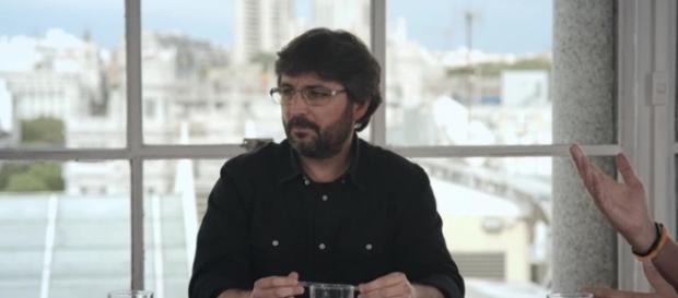 Jordi Évole, de Salvados, en una mesa de reuniones.