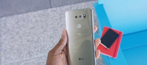 LG V30 - YouTube/Marques Brownlee Channel