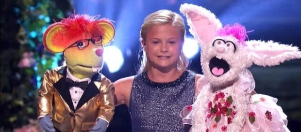 "Singer/ventriloquist Darci Lynne Farmer, 12, wins ""America's Got Talent"" [Image: YouTube/America's Got Talent]"