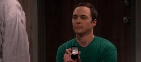 Will Amy accept or refuse Sheldon Cooper and his proposal? (Source: Youtube/tvpromosdb)