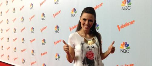 "Erika Grothe en la alfombra roja de ""The Voice"" de temporadas anteriores."