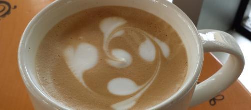 File:Latte art in a Starbucks Coffe Shop.jpg - Wikimedia Commons, the free media repository
