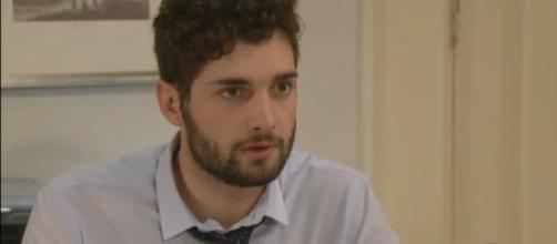 'Un posto al sole, Niko prenderà la difesa del poliziotto Luca?