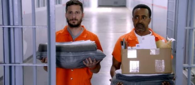 "Jake Peralta awkwardly adapts a new life as a prisoner for ""Brooklyn Nine-Nine"" Season 5. (Source: Youtube/Fox)"