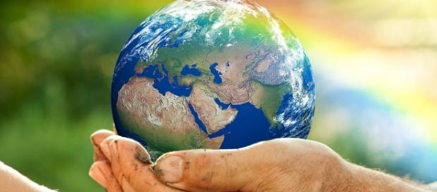 O negócio social tem como principal objetivo gerar impactos sociais positivos