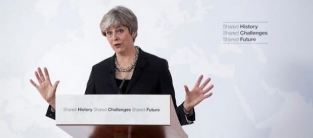 Premierul britanic Theresa May în timpul discursului despre Brexit de la Florența (Italia)