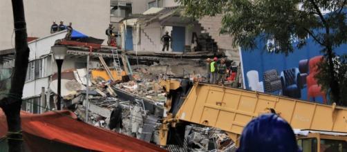 Continúan las labores de rescate en Alvaro Obregón 286. (foto: Oscar Patiño)