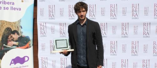 El actor Quim Gutiérrez recibe su reconocimiento como embajador de Ribera del Duero