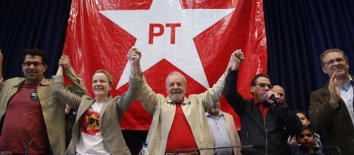Lula e Gleisi Hoffmann participaram da reunião do Partido dos Trabalhadores