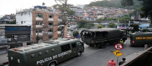 Oficiais do exército entram na Rocinha para combater traficantes / Foto: Agência Brasil