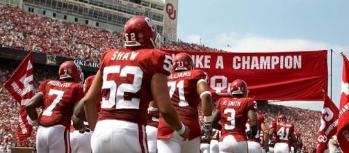 Oklahoma can carry Mayfield to a trophy. John Silks via Wikimedia Commons