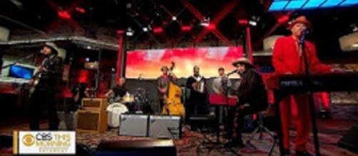 """The Mavericks made Saturday morning hop with energy in their live performance on """"Saturday Sessions."""" Screencap CBS This Morning/YouTube"""