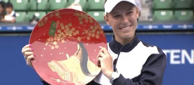 Caroline Wozniacki celebrating her 2017 Tokyo title/ Photo: screenshot via WTA official channel on YouTube